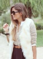 krem rengi kadın kürk yelek krem kazak triko kahve kemer gözlük