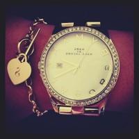 marc by marc jacobs altın sarısı kadın kol saati