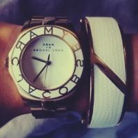 marc by marc jacobs beyaz kadın kol saati bileklik kombin
