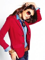 mavi gömlek kırmızı blazer ceket kombini