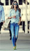 mavi taşlanmış jeans kot pantolon