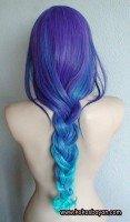 mavi yeşil uzun örgü saç modeli