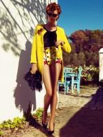 mini şort sarı hırka retro stili