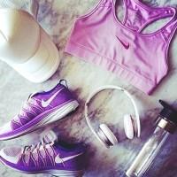 mor beyaz spor ayakkabı kadın nike