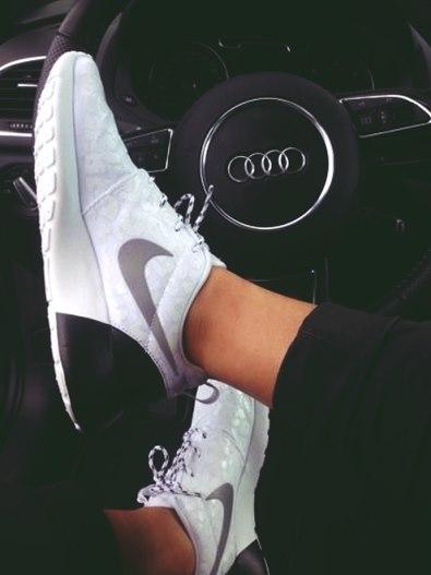 nike beyaz kadın spor ayakkabı