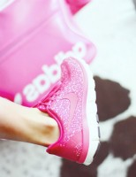 pembe beyaz nike spor ayakkabı kadın