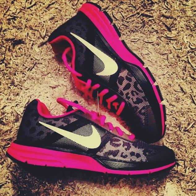 pembe siyah nike spor ayakkabı kadın