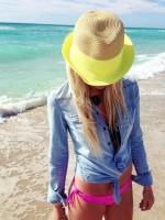 plaj modası kot gömlek şapka