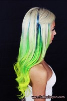platin sarısı yeşil uzun saç