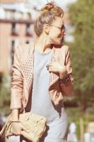 pudra rengi zımbalı deri ceket gri elbise el çantası kadın