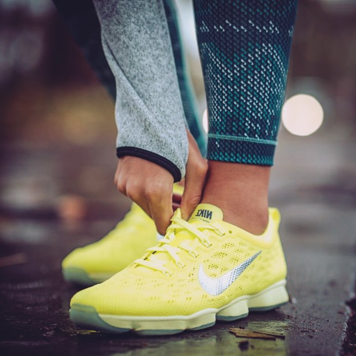 sarı beyaz nike spor ayakkabı kadın