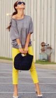 sarı dar pantolon gri üst kombini