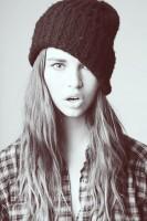 siyah şapka bere kombin