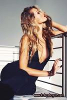 siyah askılı uzun göğüs dekolteli elbise