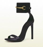 siyah bilekten bantlı yüksek topuklu gucci kadın ayakkabı