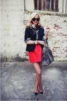 siyah blazer ceket kot gömlek kırmızı etek kombini