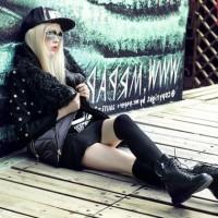 siyah ceket mini etek mont kaban şapka kadın gözlük uzun çizme bot