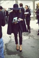 siyah dar pantalon uzun kaban mont
