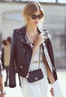 siyah deri ceket beyaz uzun kadın etek gözlük