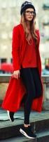 siyah deri tayt kırmızı uzun ceket kazak kombini