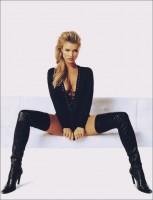 siyah göğüs dekolteli bağcıklı bluz kadın uzun diz üstü çizme bot