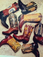 siyah kırmızı kahverengi kovboy çizme bot