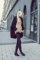 siyah kadın ceket pantalon krem salaş kazak