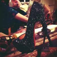 siyah kadın christian louboutin parlak yüksek topuklu gece ayakkabı
