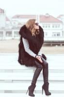 siyah kadın uzun kürk yelek siyah dar paça pantalon topuklu süet ayakkabı