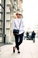 siyah pantalon küçük çanta kadın gözlük