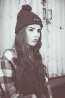 siyah ponponlu bere şapka