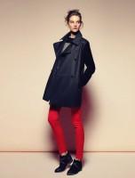 siyah uzun ceket mango kırmızı pantolon