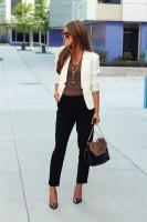 stiletto ayakkabı beyaz blazer ceket kombini