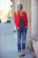 yırtık jean kırmızı ceket kombini