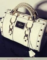zımbalı beyaz versace kol çantası