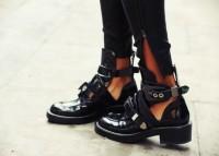 zımbalı siyah deri cut out boots bot